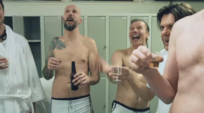 Los nadadores fueron emborrachados para la realización del vídeo